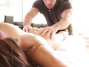 Hot Ass On This Naked Massage Beauty