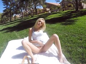 Romantic Picnic And Hot Fucking With His Teen GF