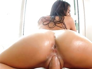Oiled Stunner Janice Griffith Fucks Until He Cums