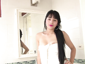 Hot Lipstick Blowjob From This Sexy Latina Chick